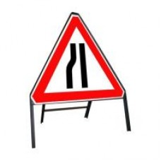 600mm Road Narrows Nearside Sign
